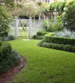 Amazing-Beautiful-And-Marvelous-Backyard-Landscape-Ideas-With-Dark-Grassland-and-Plant-Fence-Idea