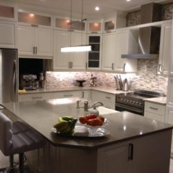 Multi-Laques refaces the kitchen cabinets using their exceptional expertise