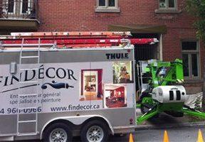 FinDecor truck on a job